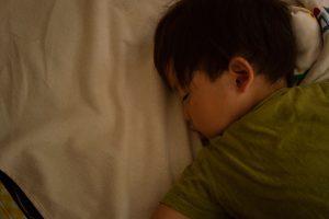 子供達の身体を休め次への成長へ繋がり心を安定させる睡眠